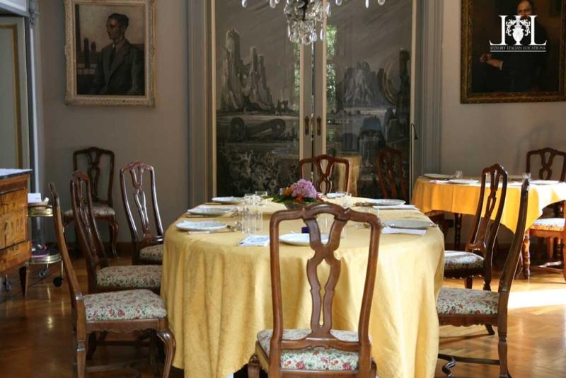 villa_rubini_redaelli_dining_room_in_yellow